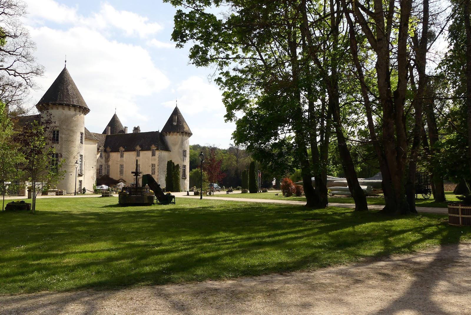 truffe et compagnie visite au chateau de savigny les beaune un lieu surprenant. Black Bedroom Furniture Sets. Home Design Ideas