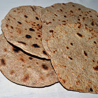 http://www.bakingsecrets.lt/2013/04/chapatis-capati-indiska-duona-7th.html