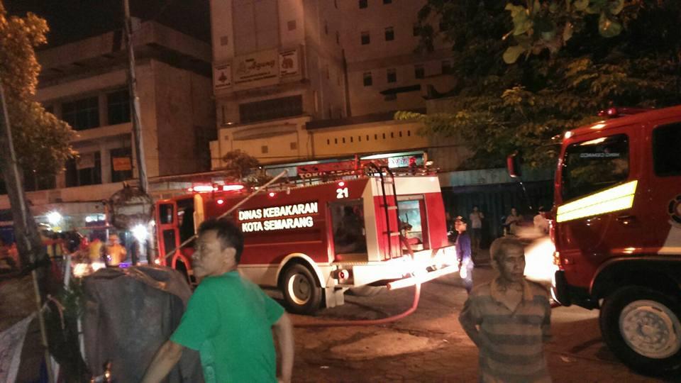 Malam Minggu, Pasar Johar di Semarang Terbakar