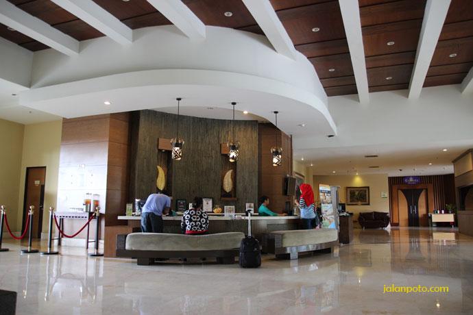Lobby Hotel Banana Inn Bandung, hotel yang cocok untuk liburan keluarga