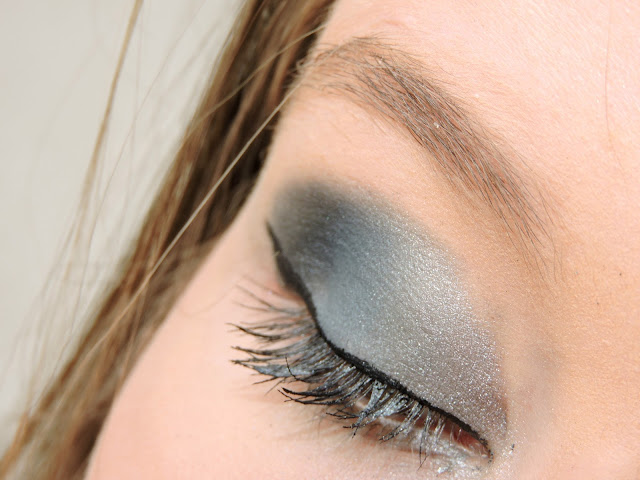 makeup-eyes-navy