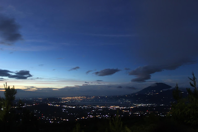 pemandangan indah gemerlap lampu Kota Semarang