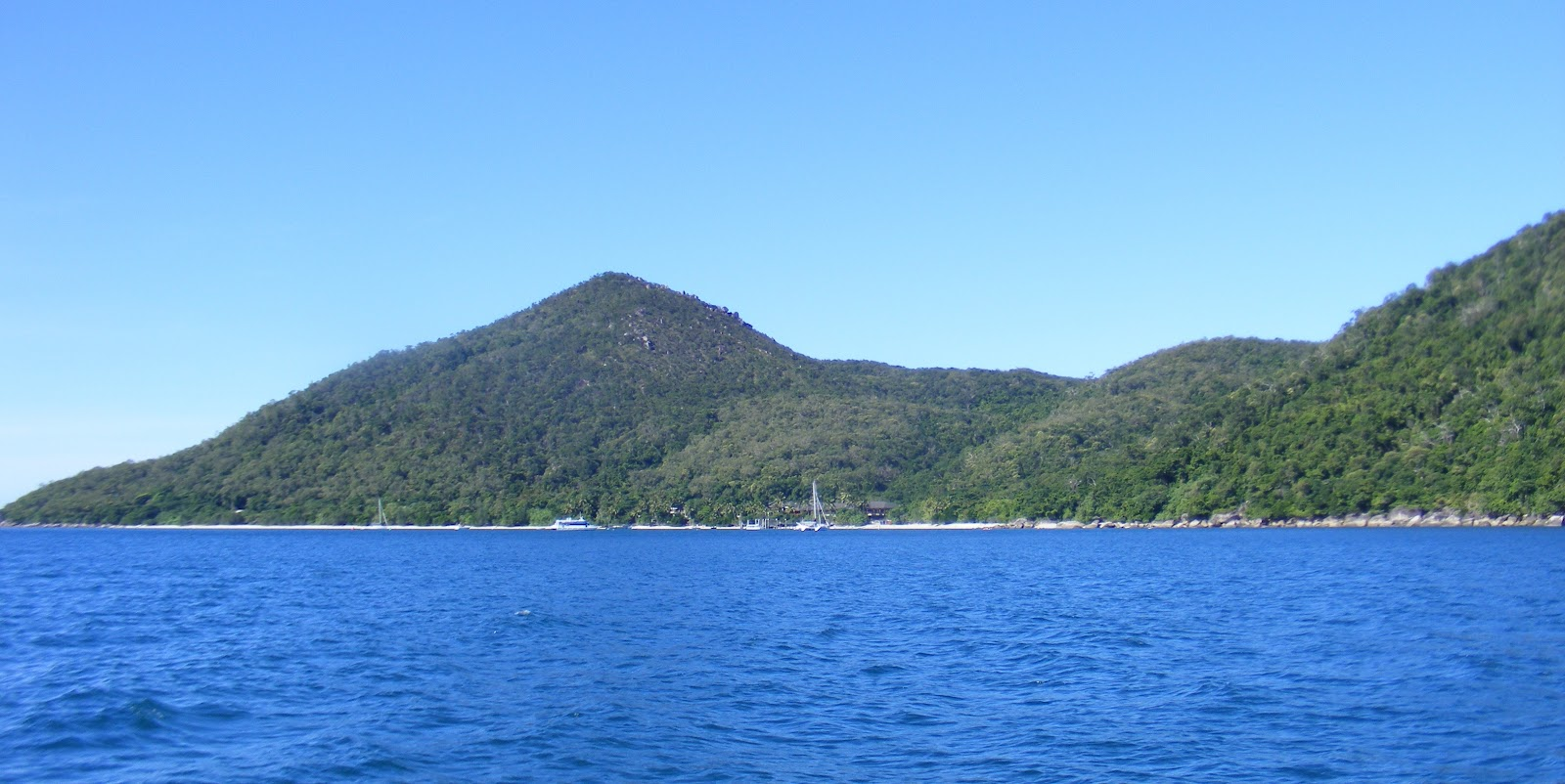 Dunk Island Places To Stay: S.V. GOODONYA: DUNK ISLAND TO FITZROY ISLAND