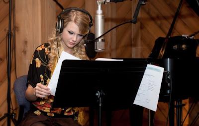 taylor-swift-returns-to-studio