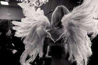 numerologia, sekwencje liczbowe, liczby anielskie, powtarzające się liczby, powtarzające się cyfry, anioł