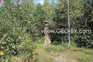 Деревянная статуя лесника