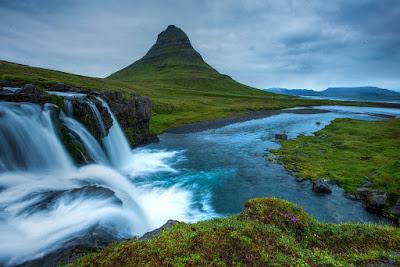 Gunung Kirkjufell, Semenanjung Snaefellsnes, Islandia, air terjun Kirkjufellsfoss