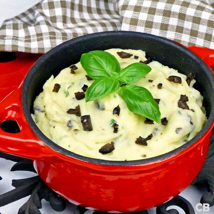 Mediterrane aardappelpuree met basilicum en gesnipperde olijven