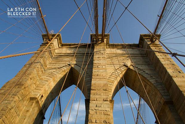 Puente de Brooklyn arcos estilo neogotico