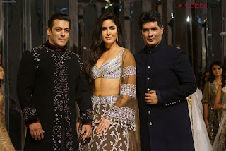Katirna Kaif with Salman Khan Looking stunning in a Deep neck Cholil Exclusive Pics 004