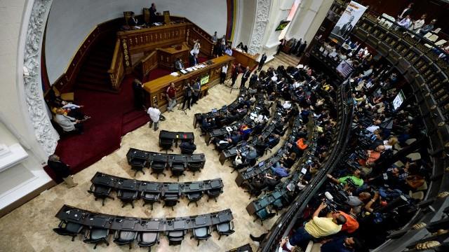 """""""Madrugonazo"""" de diputados opositores en la AN para remover a magistrados"""