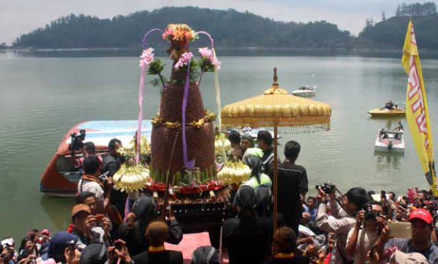 ritual sarangan