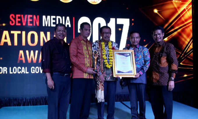 Bupati Sinjai Raih Penghargaan Top Regent Of The Year 2017