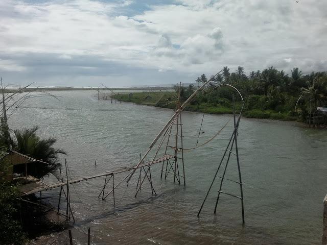 Muara sungai Cipatujah  menuju arah Pameungpeuk.