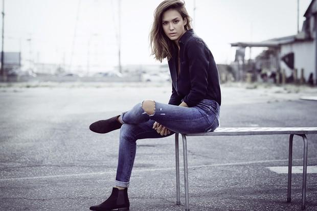 A atriz Jessica Alba lança sua própria linha de jeans