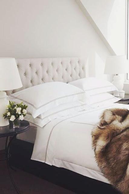 decoración_dormitorio_cama_tocador_vestidor_tonos_neutros_lolalolailo_04