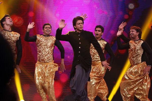 Shahrukh With Anushka Promote Jab Harry Met Sejal Film On The Sets of Marathi Show Chala Hawa Yeu Dya