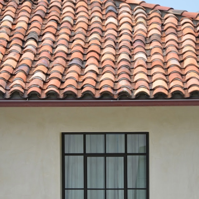 Detail of roof tiles in Cliff House by Giannetti home