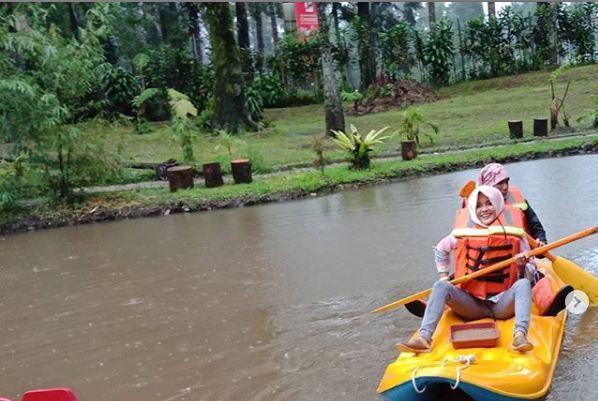 Bermain Kano di Taman Wisata Alam Cimanggu Ciwidey Bandung