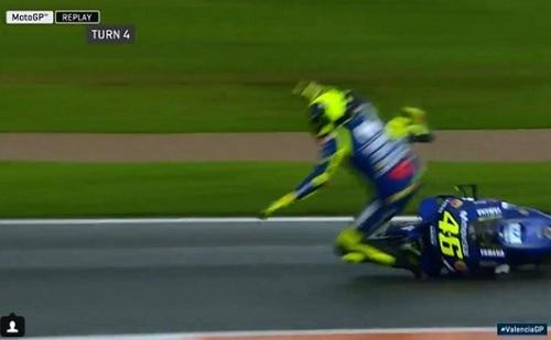 Valentino Rossi Terjatuh di Tikungan ke empat FP3 MotoGP