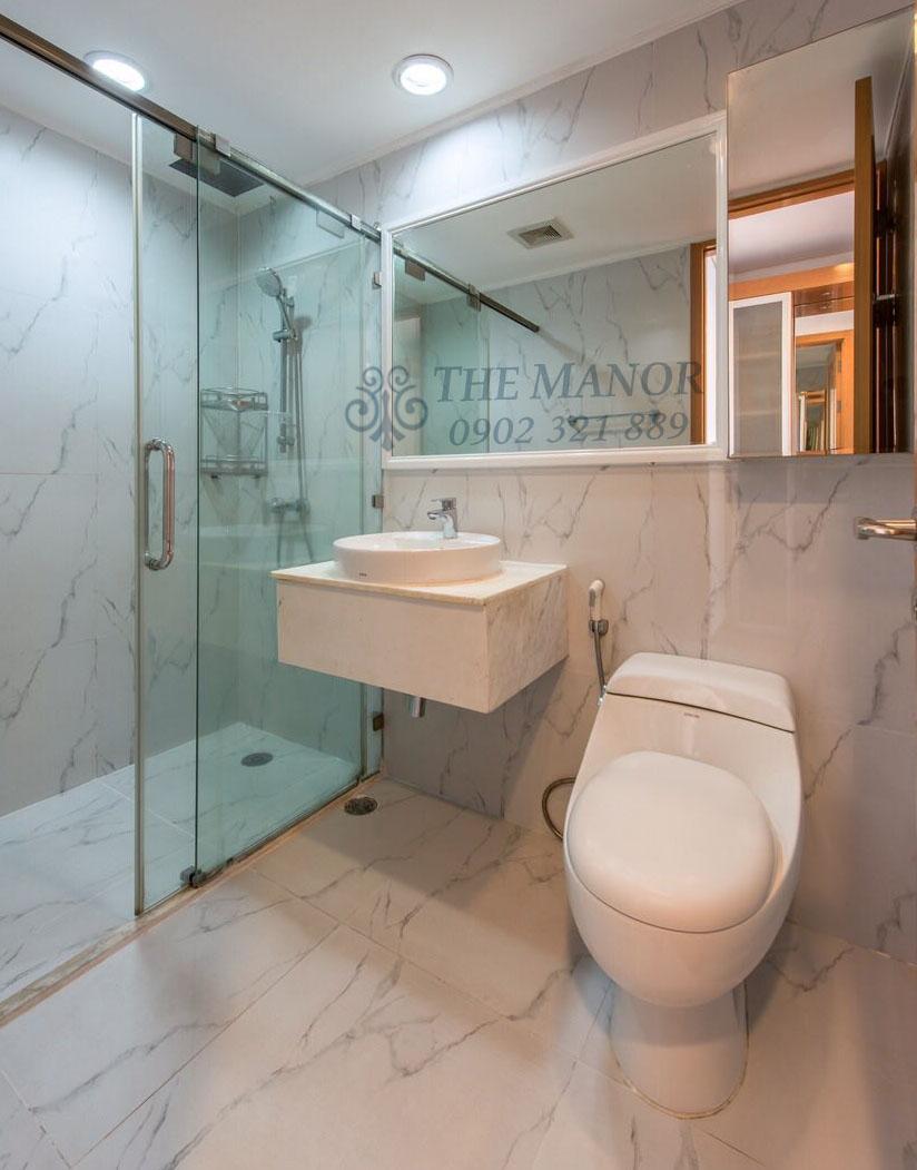 Phòng tắm của căn hộ The Manor 2 phòng ngủ cho thuê.