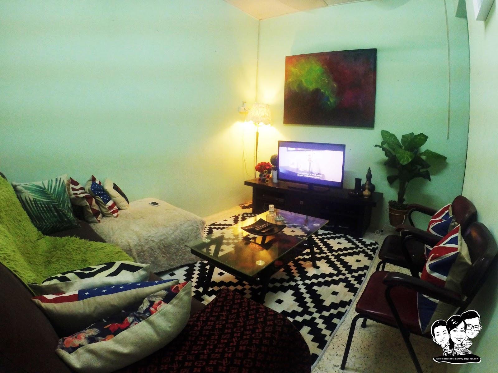 Dinding Ruang Tamu Sebenarnya Tak Perlulah Terlampau Sarat Dengan Pelbagai Gambar Cukup Sekadar Memenuhi Feature Wall Utama Yang Menjadi Tumpuan Penghuni