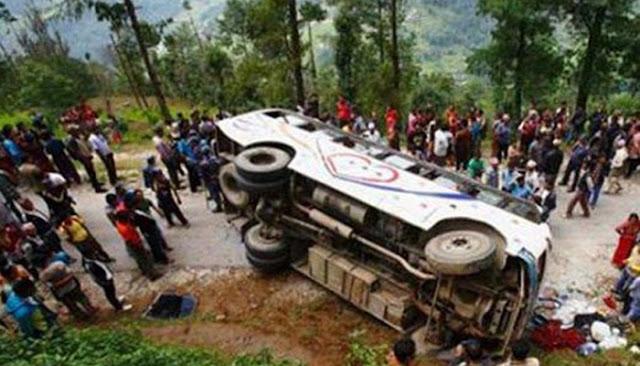 गुजरात के पूर्णा नदी में बस गिरी, 20 लोगों की मौत
