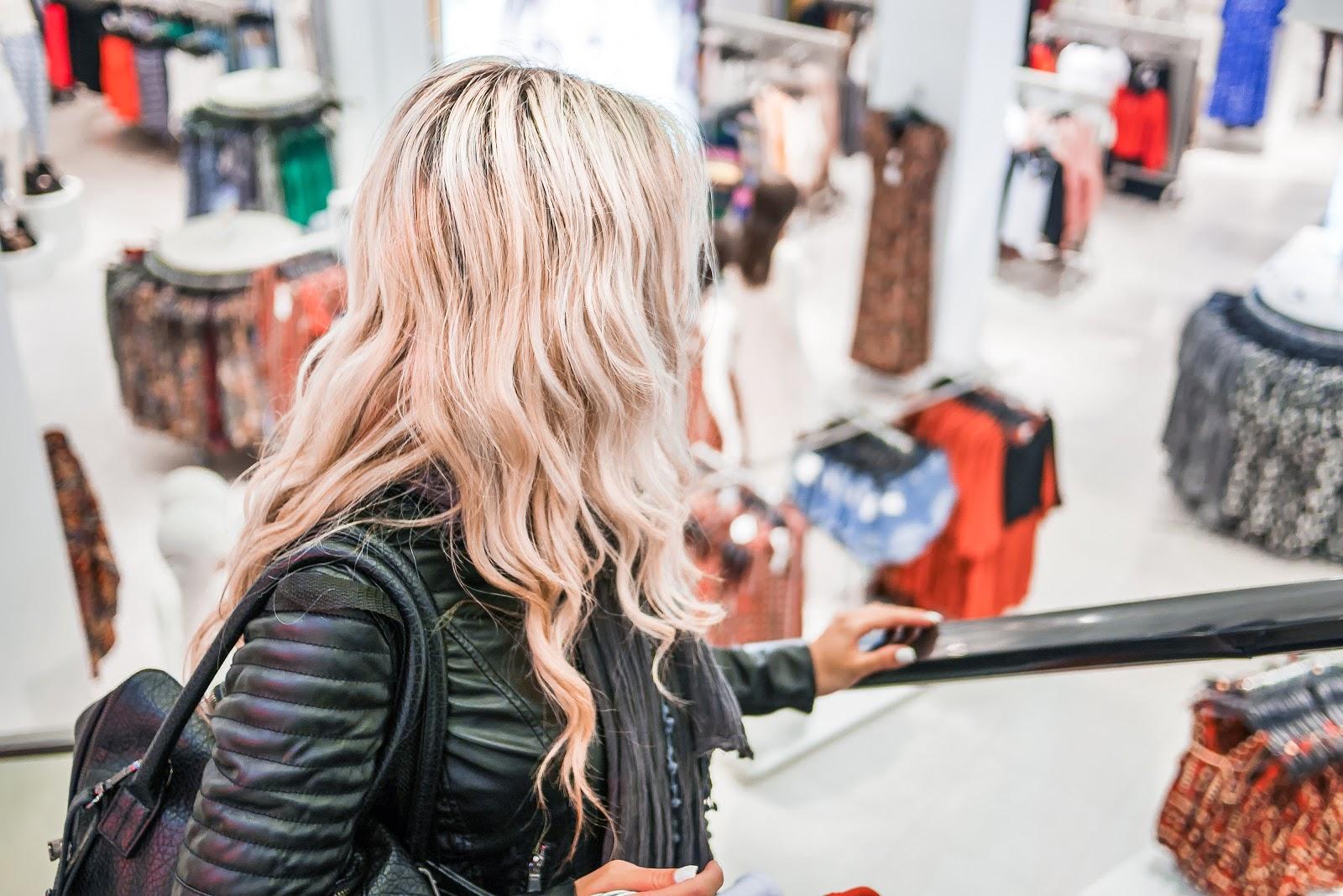 Przyciąganie uwagi klienta- ekskluzywne stoiska na targach oraz w sklepach.