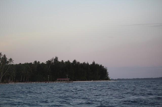 Camping di Samberpasi, Pulau Pasi