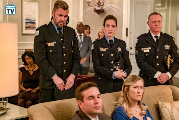 "NUP 185099 0094 595 Spoiler%2BTV%2BTransparent - Chicago PD (S06E11) ""Trust"" Episode Preview"