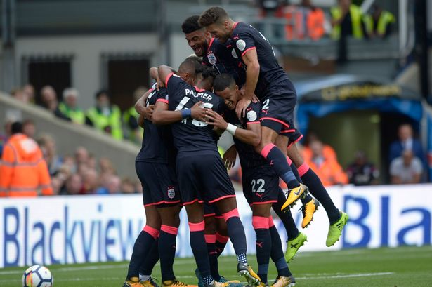 Pemain Huddersfield Town Merayan Gol Kemenangannya