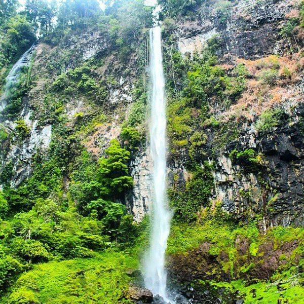 Tempat wisata hits Curug Cileat di subang