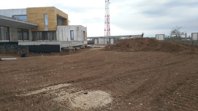 santier amenajare gradina nivelare teren pamant vegetal hidroizolare beton piscina casa moderna