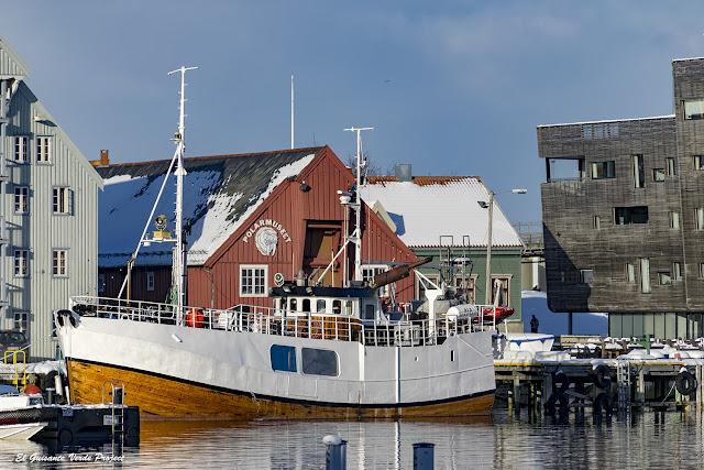 Barcos en el muelle de Tromsø - Noruega, por El Guisante Verde Project