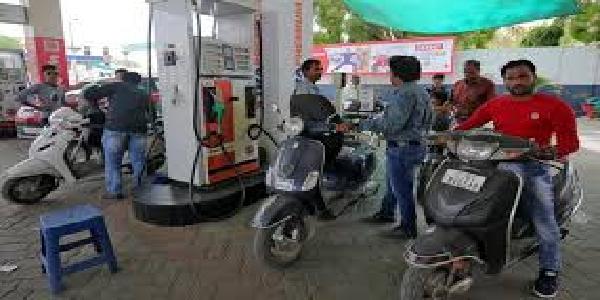 Petrol-diesel-ki-keemato-me-lagataar-11-ve-din-giravat-jaari