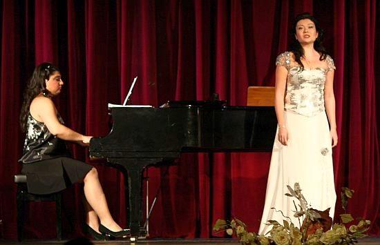 Burcu Kurt soprano şarkı söyleşi sahne müzik opera İzmir Türk Viyana Avusturya