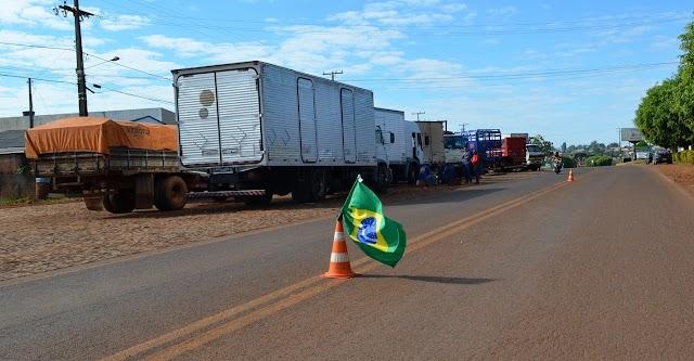 Paralisação de caminhoneiros segue firme em Roncador
