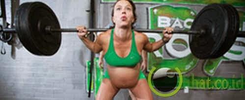 Hamil sembilan bulan ciptakan rekor angkat besi