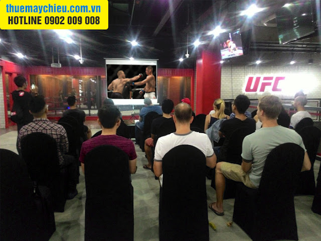 Cho thuê máy chiếu phát trực tiếp tại UFC GYM VietNam