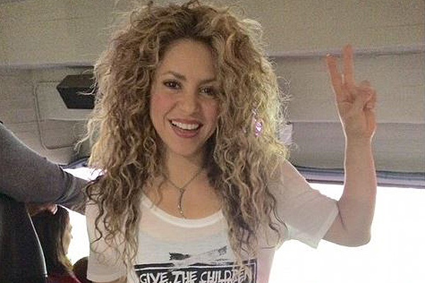 Shakira teaches six-month son play football