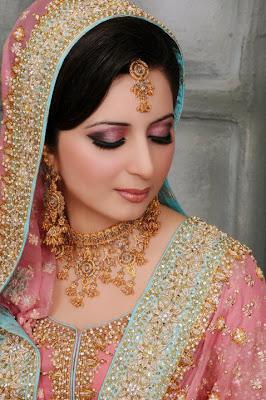 www.fablousgirls.blogspot.com bridals bridal+dresses jewelry rare+stuff wall+papers photo+gallery beautiful brides 2013 +(5)