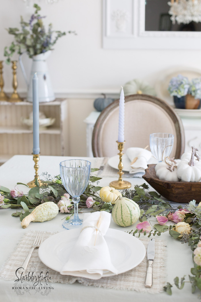 shabby-chic-table-dishes