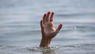 Βόλος: Ήρωας στην παραλία – Έσωσε το συνάνθρωπό του και συνέχισε τη δουλειά με βρεγμένα ρούχα!
