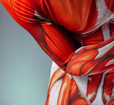 Traje para Yoga con con anatomia de los músculos humanos