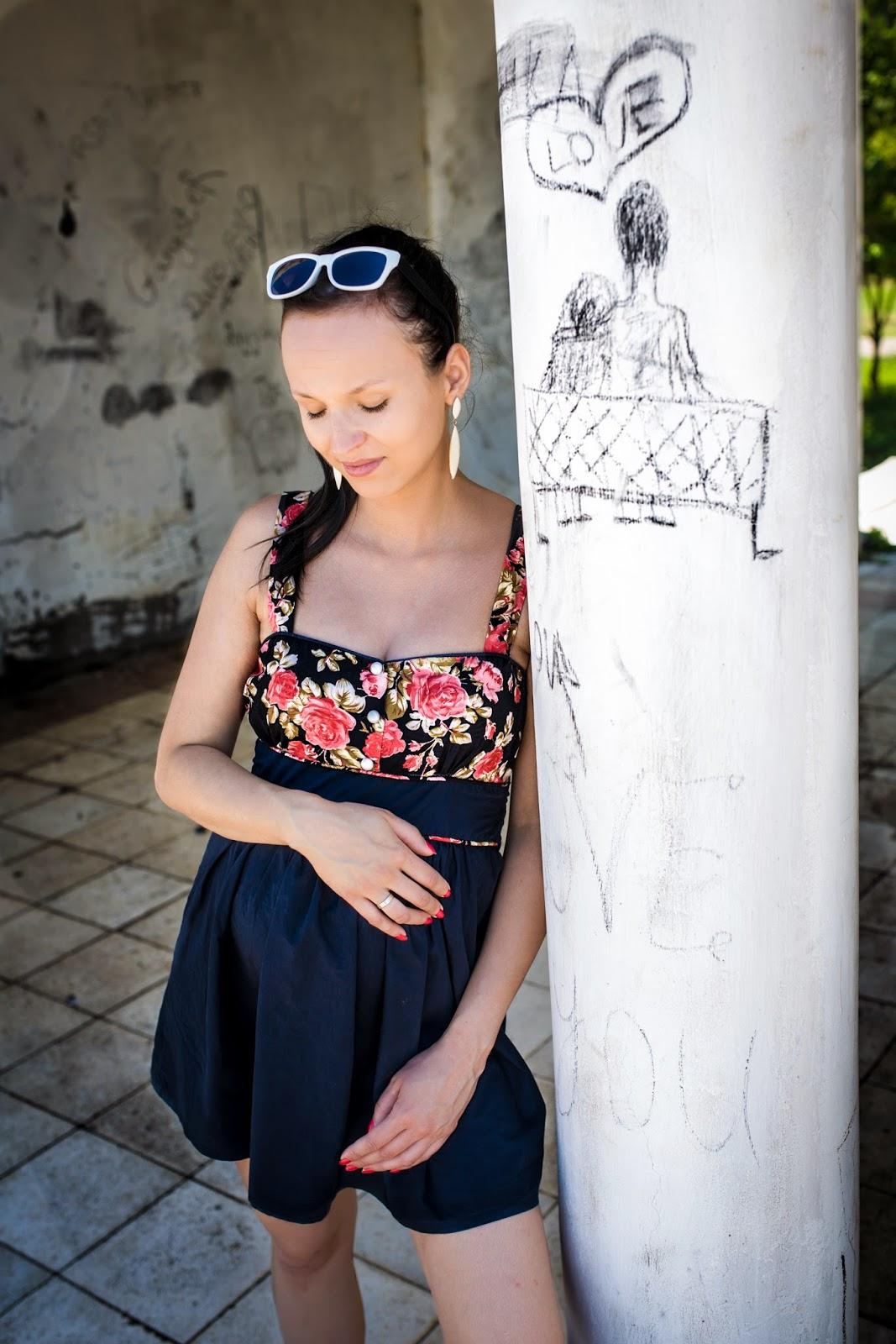 Fotografia, Batumi, Gruzja, Ogród botaniczny, Morze Czarne, sesja ciążowa, sukienka w róże