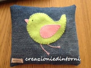 cuscino termico con uccellino in feltro verde e rosa