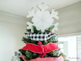 Easy and inexpensive farmhouse tree topper by www.diybeautify.com