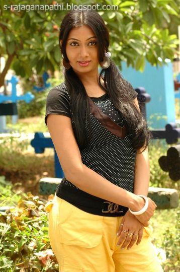 Indian Garam Masala Actress Udhayathara Latest Photo