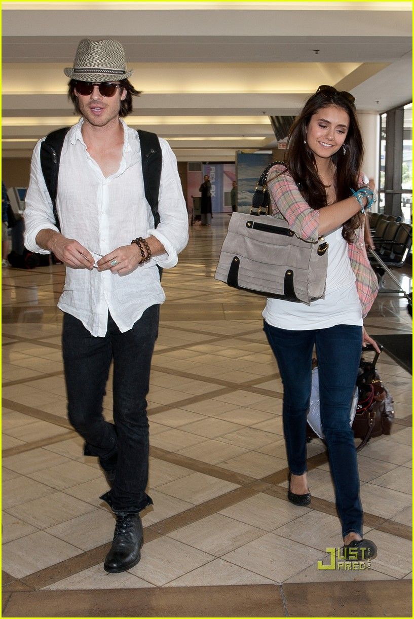 hat nina dobrev dating michael trevino