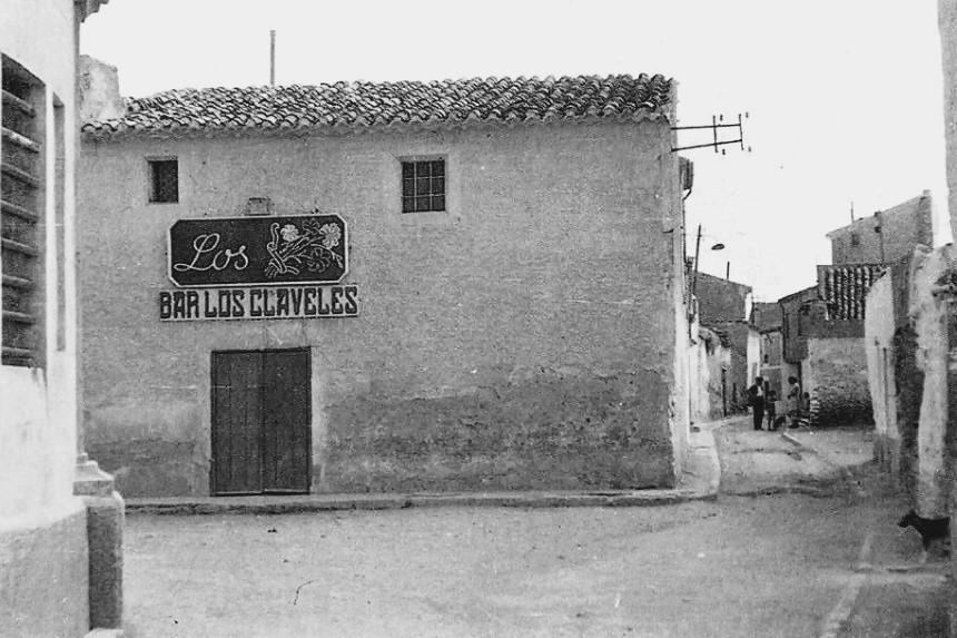FOTOS CON HISTORIA: LOS CLAVELES DE ALBACETE EN EL ALTO DE LA VILLA